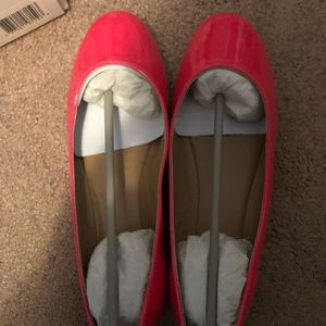 NEVER WORN. NWT Neon pink flats.